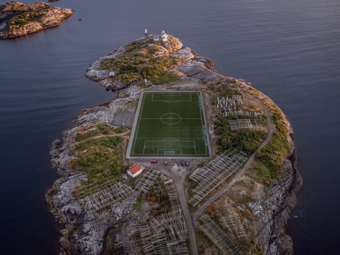 Henningsvær Stadium